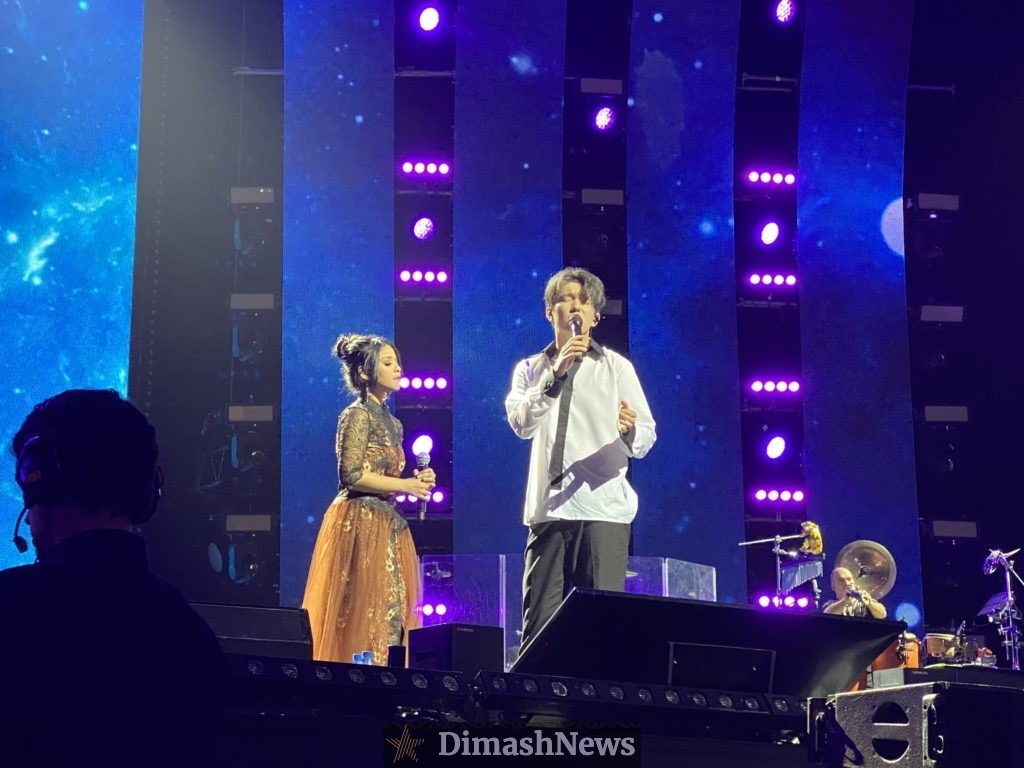 Dimash Kudaibergen sang a duet with his fan from Indonesia at a concert in St. Petersburg for the first time