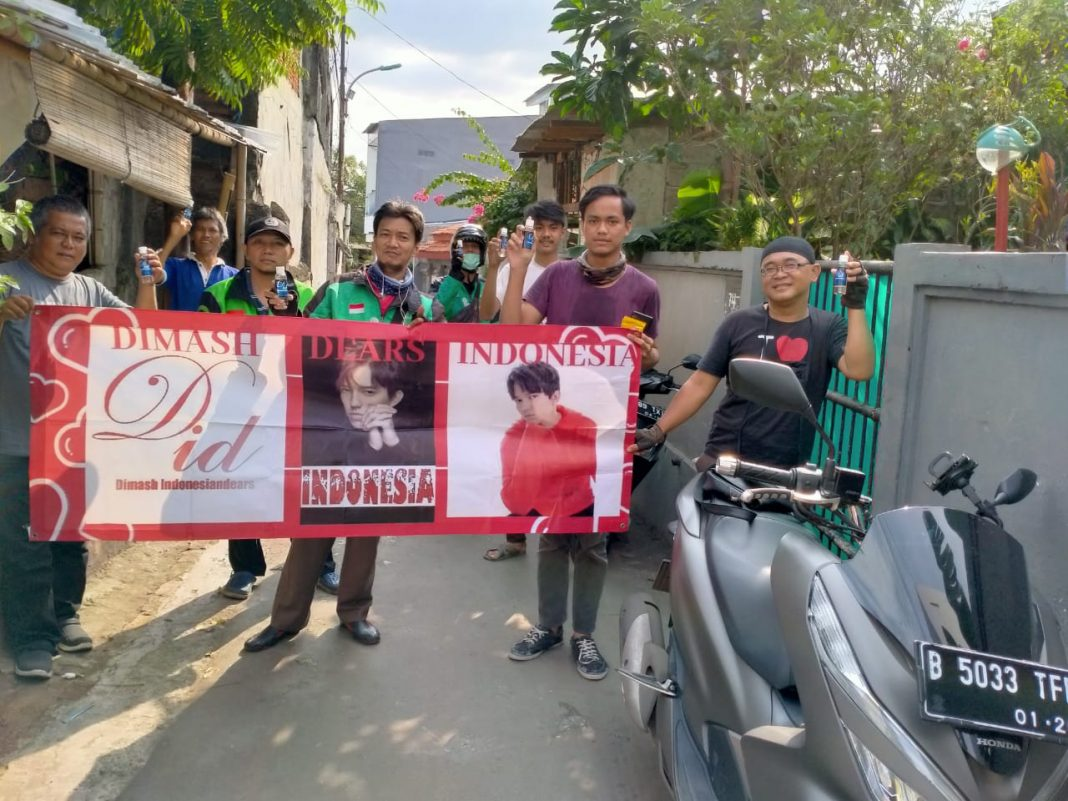 Dimash's Fan Club in Indonesia distributes antiseptics to help people fight coronavirus