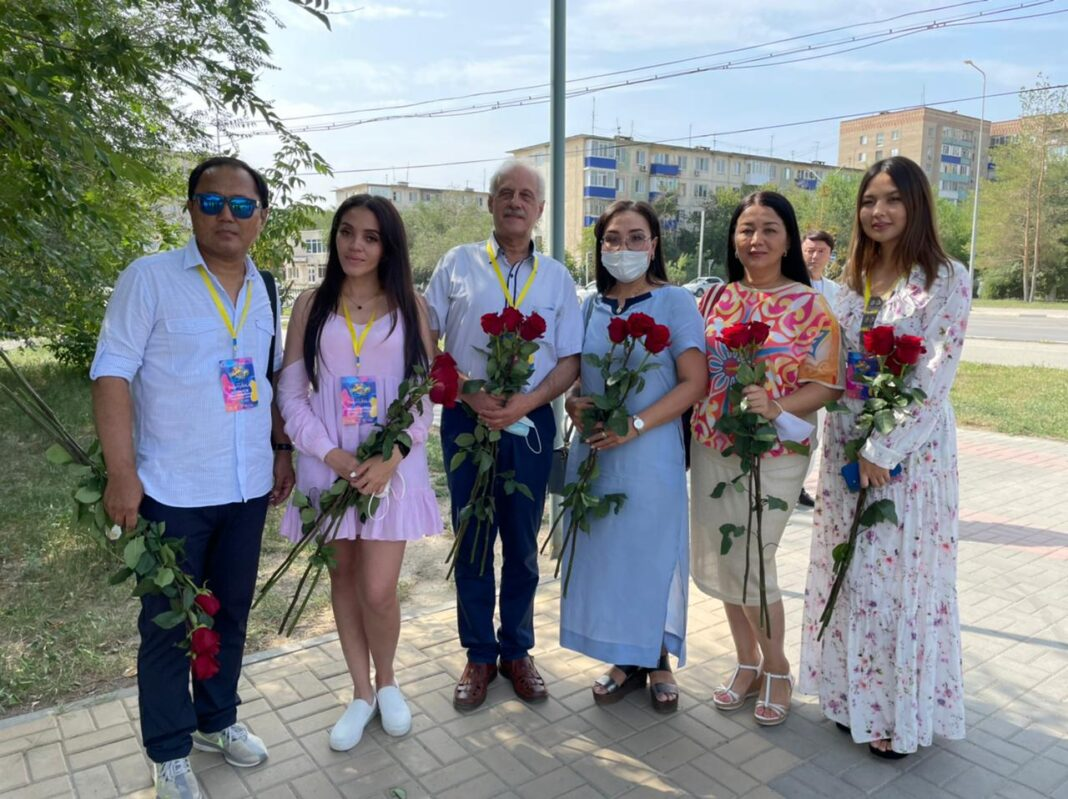 jury Baqytty Bala flowers Aktobe